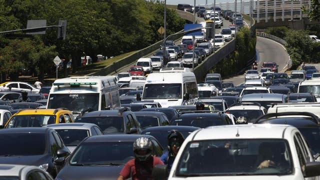 El paro de transportes generó caos de tránsito en el centro porteño por la cantidad inusual de autos que hay circulando en la ciudad