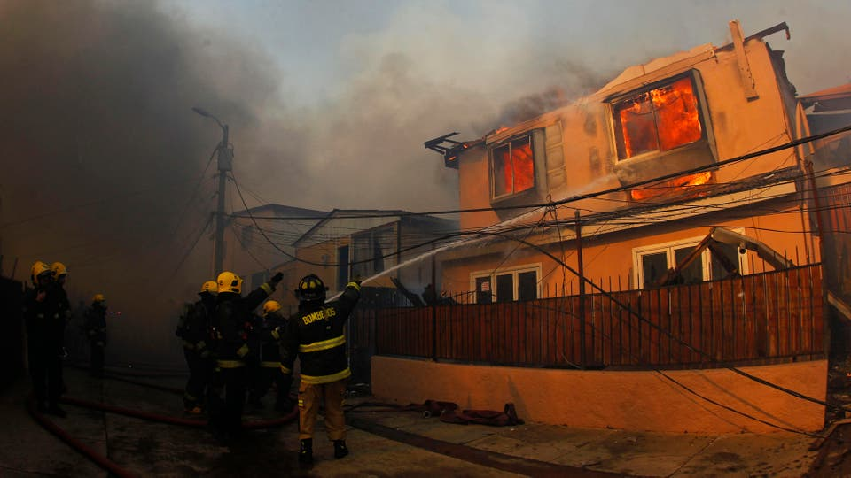 Incendio en Chile: un desaparecido, 19 heridos y más de cien casas destruidas por el fuego en Valparaíso. Foto: EFE