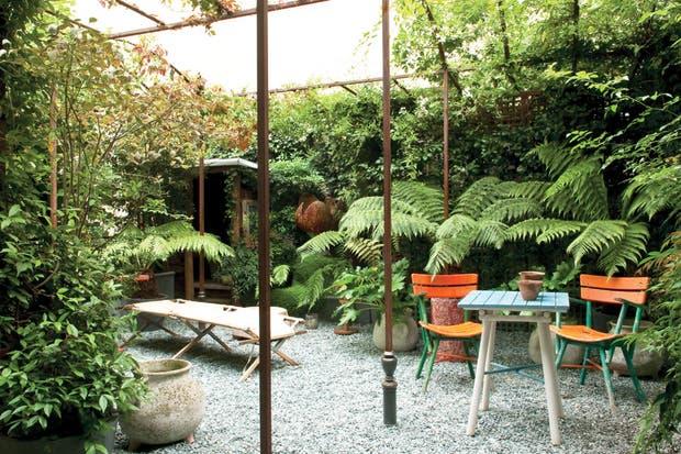 Este espacio fue desarrollado por el paisajista Camille Muller, autor de jardines audaces, contemporáneos, exóticos o poéticos, como a él mismo le gusta definirlos..