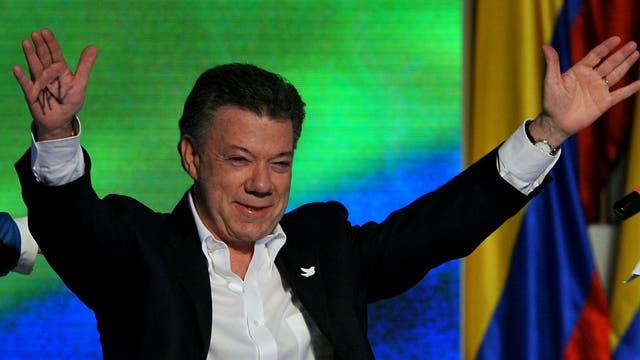 """Juan Manuel Santos es el Nobel de la Paz 2016 por """"sus esfuerzos para terminar con la guerra"""" en Colombia"""