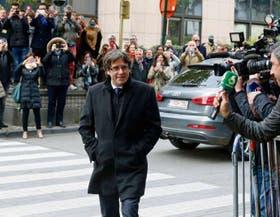 Puigdemont en Bruselas, antes de participar ayer de una conferencia de prensa