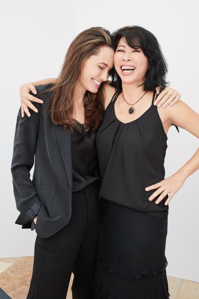 Con su amiga, y escritora, Loung Ung