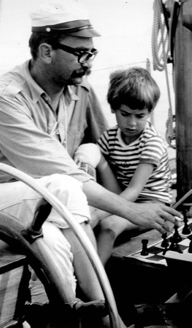 Carlo con su padre, que le enseñó a navegar