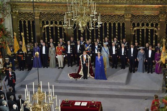 El rey y séquito se dirigen nuevamente al Palacio Real de Amsterdam. Foto: AFP