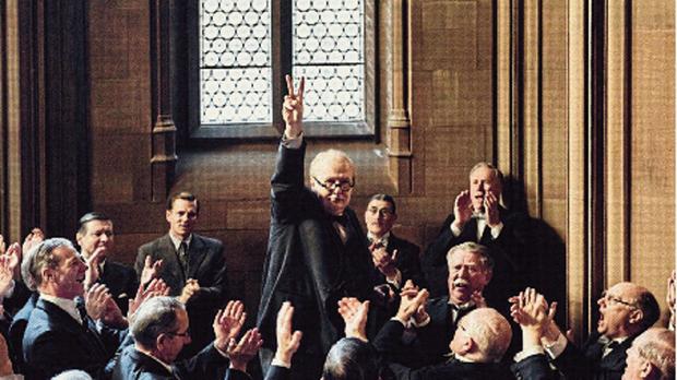 Oldman como Winston Churchill en La noche más oscura