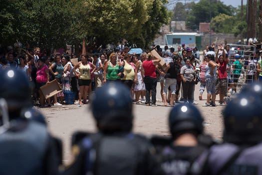 Luego de llegar a un acuerdo la policía volvió a las calles para restablecer el orden. Foto: LA NACION / Diego Lima