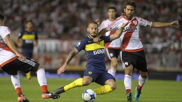 La Superliga se plantea llevar el Superclásico al exterior