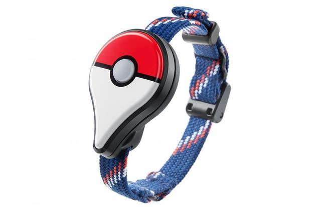 Una vista de la pulsera Pokemon Go Plus, que se sincroniza con un teléfono y emite alertas sobre objetivos a capturar y zonas especiales del juego