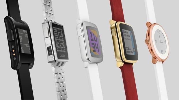 Pebble entró en el mercado de los relojes inteligentes en 2012; su fuerte estaba en la autonomía y la cantidad de aplicaciones disponibles para la plataforma