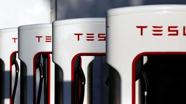 Una estación de recarga de autos eléctricos Tesla