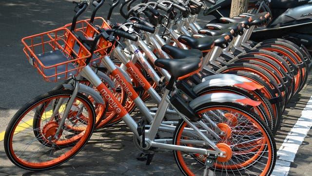 Las bicicletas en China se alquilan con el celular y se identifican por su código QR