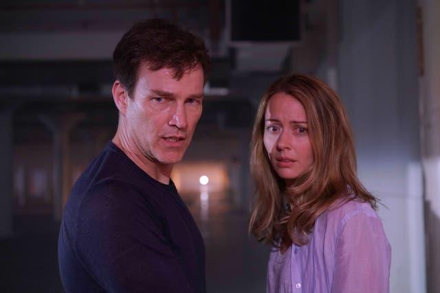 Un matrimonio descubre que sus hijos son mutantes y que deben protegerlos de las autoridades en The Gifted