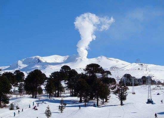 El activo volcán Copahue será una de las atracciones de la 2da edición del Copahue Extremo! 10 y 20 km sobre una blanca inmensidad
