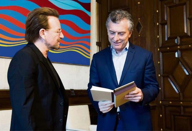 El cantante de U2 y el Presidente, en la Casa de Gobierno