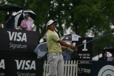 La lluvia matizó los primeros momentos de la tercera vuelta del 114° VISA Open