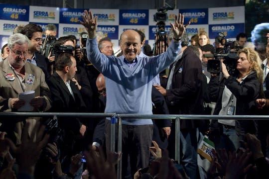 José Serra, más conforme que Rousseff con los resultados dió una conferencia de prensa al final del día de comicios. Foto: EFE