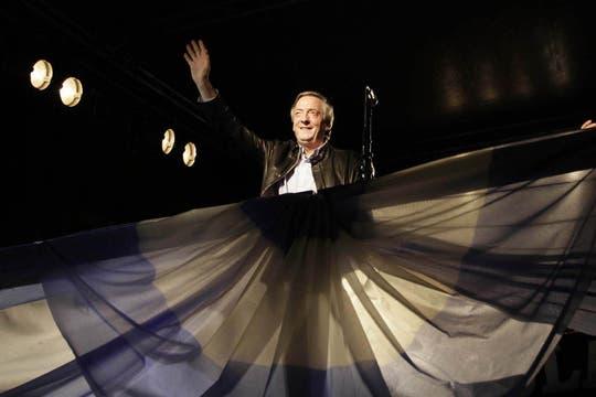 El presidente del Partido Justicialista, el diputado nacional Néstor Kirchner, encabezó los actos oficiales de la inauguraciónn de la sede partidaria en la provincia, 27 de mayo de 2010. Foto: Télam