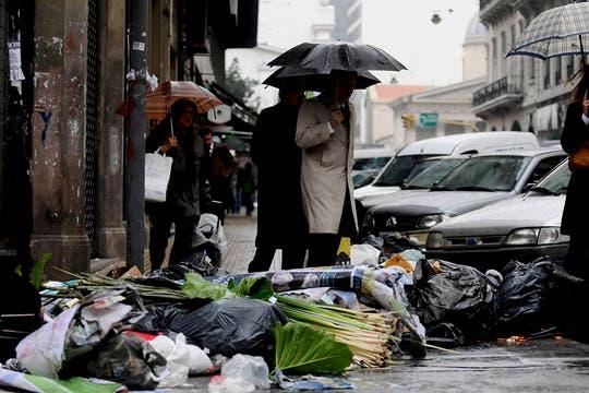 Gran cantidad de basura en las calles tras el paro de recolectores de residuos. Foto: DyN