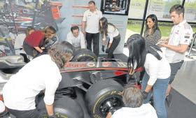 Un grupo hizo de un pit stop su oficina para mejorar la colaboración del equipo