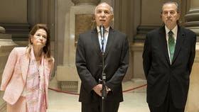 Ricardo Lorenzetti junto a Elena Highton de Nolasco y Juan Carlos Maqueda
