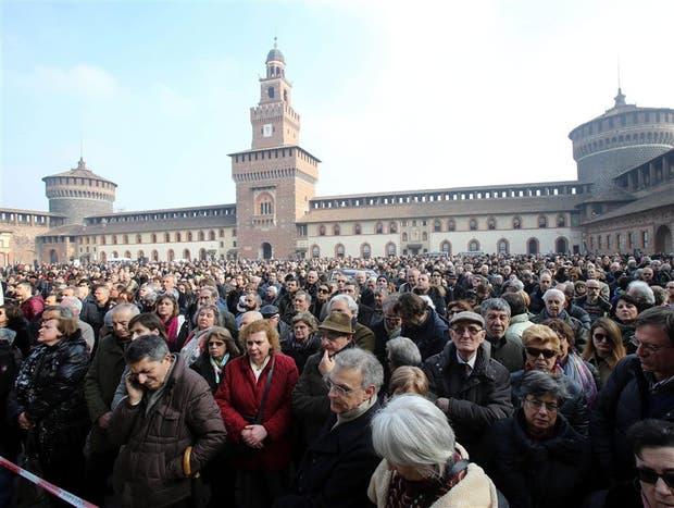 Cientos de personas se reunieron en el patio del Castillo Sforza