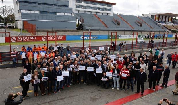 Pilotos, dirigentes y vecinos se convocaron el martes en apoyo del relanzamiento del autódromo