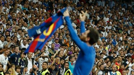 Incredulidad, admiración, resignación y delirio, un carrusel de sensaciones pueden distinguirse en la sana convivencia de los hinchas de ambos clubes; Messi acaba de agigantar su leyenda al ganar el clásico en el tiempo adicionado
