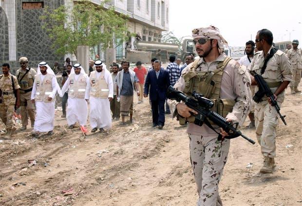 El primer ministro de Yemen, Ahmed ben Dagher, visita Mukha, puerto del mar Rojo