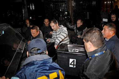 Departure of police with search for Cristina Kirchner
