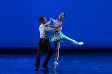 Daniel Ulbricht y Ana Sophia Scheller bailando sobre Gershwin