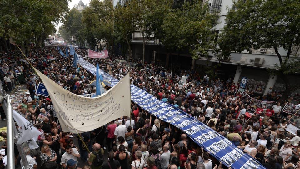 Av de Mayo, marcha por los 40 años del golpe militar. Foto: EFE / JAVIER GALLARDO