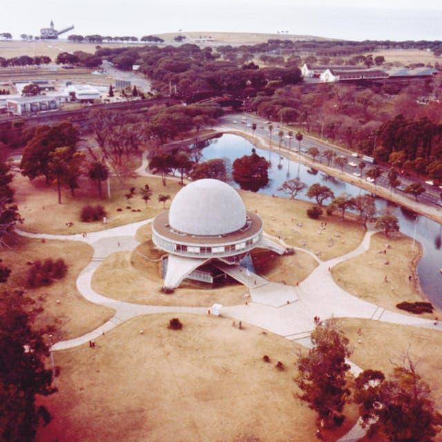 El 28 de diciembre de 1960 se aprueba el proyecto de resolución, que autoriza la compra de un planetario Zeiss modelo IV a la empresa Carl Zeiss de Oberkochen de Alemania y la construcción en Palermo.