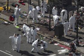 Peritos del FBI analizan los rastros de la bomba que explotó en la maratón de Boston el lunes último