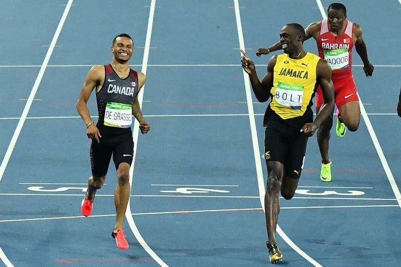 Usain Bolt se divierte con Andre de Grasse. Hoy es difícil concebir una carrera en otra dirección.