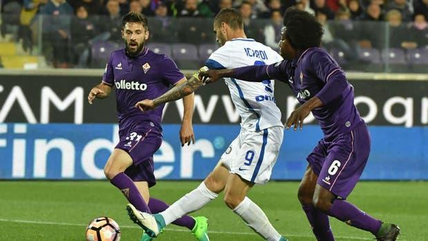 Icardi en acción ante Fiorentina