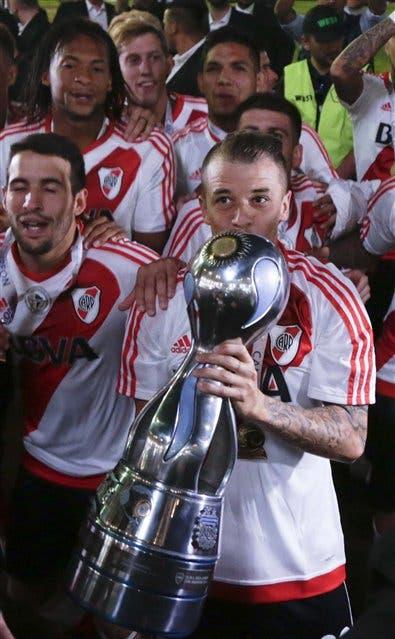 D'Alessandro en el momento más feliz de su vuelta a River, con la Copa Argentina en Córdoba