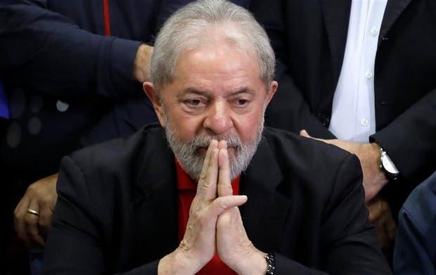 En la sede del PT, en San Pablo, Lula se mostró ayer como candidato