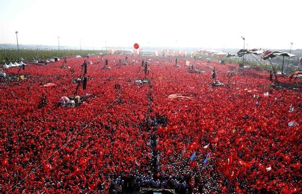 Más de un millón de personas se congregaron en la explanada de Yenikapi, en Estambul