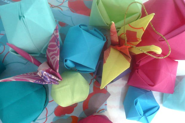 Diversas formas de origami en tela de Romina Goransky.