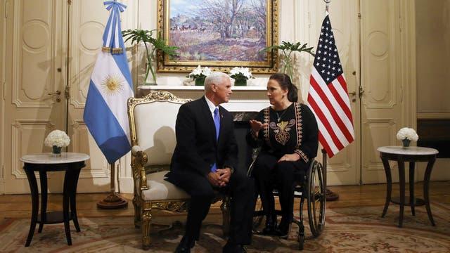 Mike Pence y Gabriela Michetti en el salón Eva Perón en la Casa Rosada