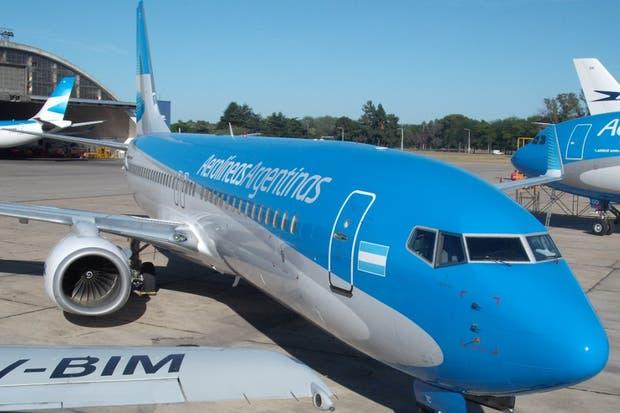 Los pilotos de Aerolíneas Argentinas realizan un paro desde ayer a la noche