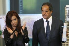 """La Presidenta atacó con dureza a Scioli, pero el gobernador bonaerense dijo que no """"romperá"""" con el kirchnerismo"""