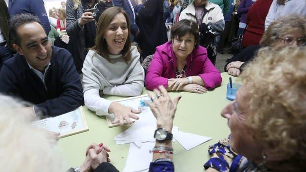 Ocaña junto a Vidal en un centro de jubilados y pensionados de Morón