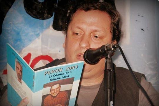 En una lectura de La comunidad organidada, de Juan Domingo Perón. Foto: Facebook Hernán Brienza