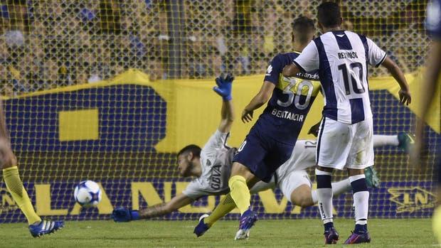 Emanuel Reynoso convierte el gol más importante de su vida