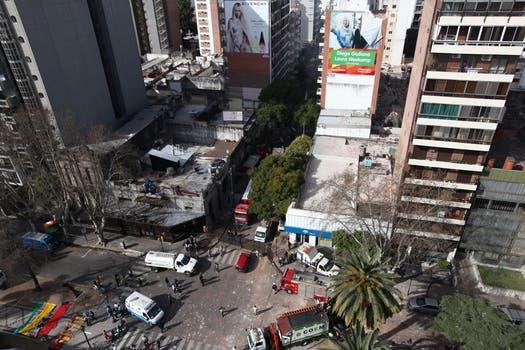 Por la explosión, se derrumbó una torre de 9 pisos. Foto: LA NACION / Ezequiel Muñoz