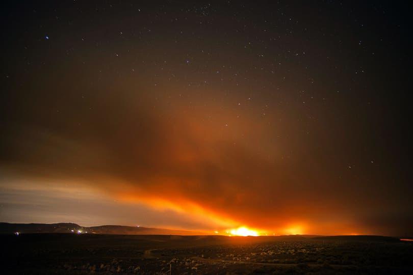 Vista del cielo durante el desvastador incendio. Foto: EFE