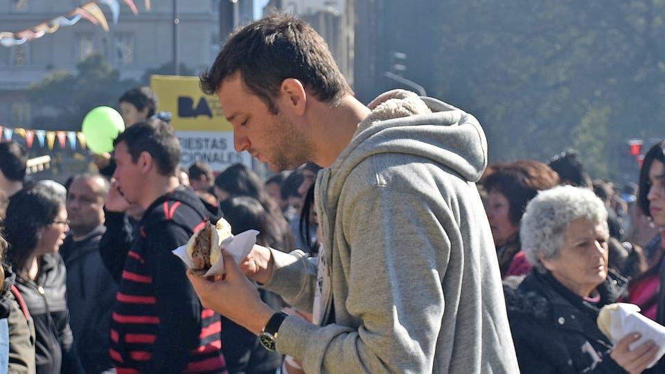Él público se acercó ansioso de disfrutar de un almuerzo diferente. Foto: DyN