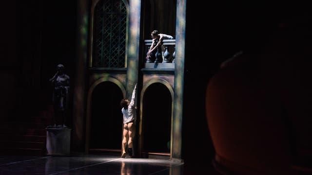 Los bailarines Gustavo Carvalho y María Noel Riccetto ensayan Romeo y Julieta