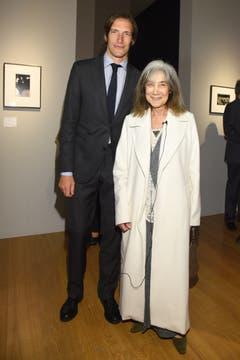 Iván de Pineda y María Kodama charlaron animadamente y comentaron la muestra.